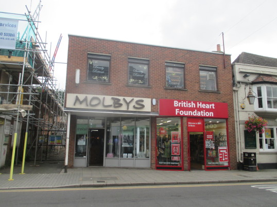 Molbys and British Heart Foundation shops, St Neots High Street - 5th Sep 2016