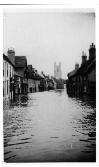 Flooding of St Marys Street, Eynesbury 1947