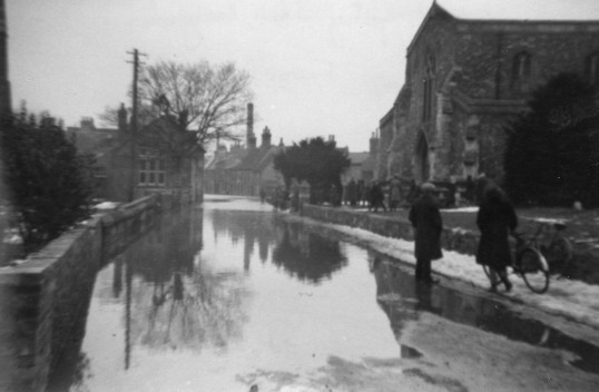 Montagu Street, Eynesbury in the 1947 Floods