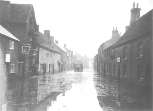 1947 Floods in Eynesbury - St Marys Street