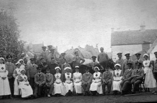 Nurses & soldiers in Blackhorse Lane, Swavesey.. Description