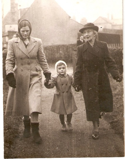 Edith Shaw with daughter Murial Driver (nee Shaw) and child.