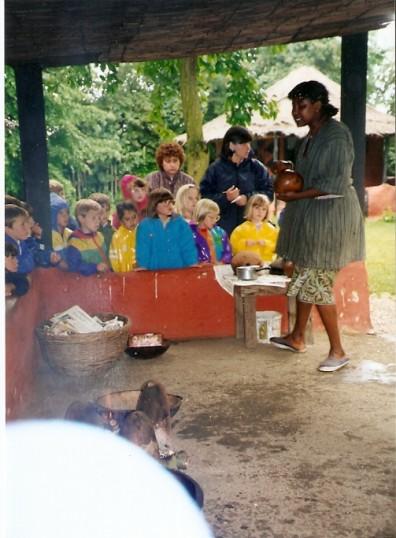 Wilburton school children watching how african people cook there food,14 06 1993