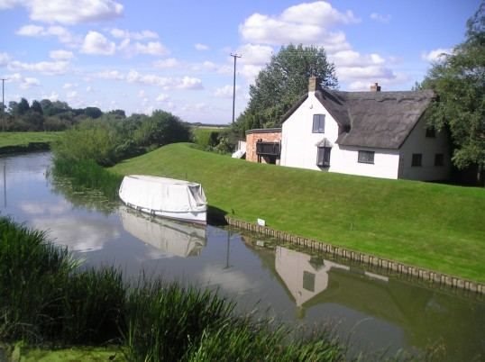 Looking towards Haddenham from Twentypence bridge with the cottage on the bank