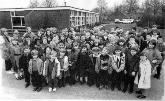Children outside Wilburton Primary School                      thanks to cambridgeshire evening news.