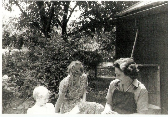 Beryl Sharp , Mary Playle & daughter Jan