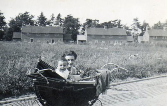 Mum and baby Berristead Close, Wilburton.