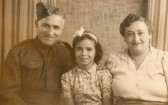 An evacuee of Ida Gothards with mum and dad