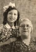 Ida Gothards evacuee with her Mum