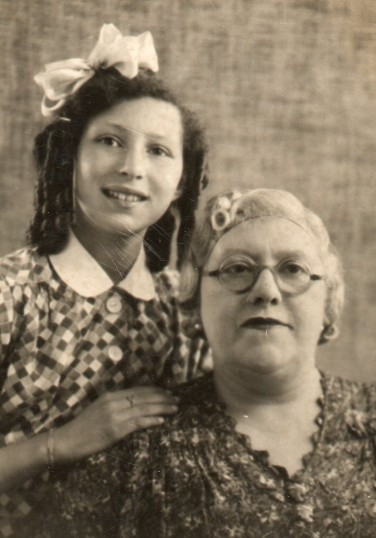 Ida Gothards evacuee with her Mum