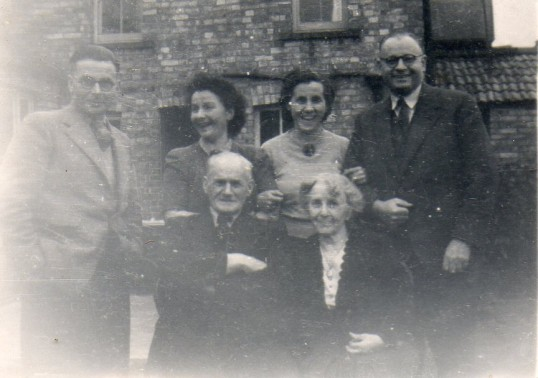 Margery Everitt and family