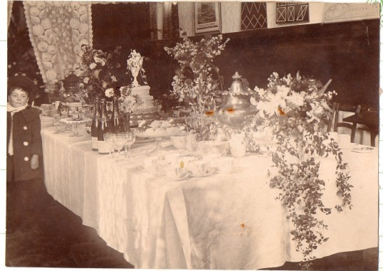 Wedding reception table of Mr. & Mrs F.W Everitt, Wilburton.