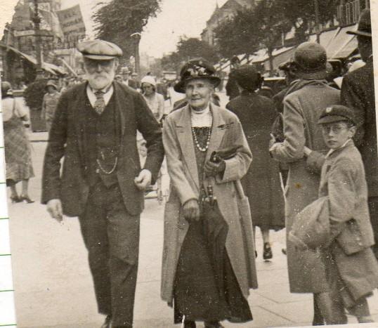 Ebenezer Everitt of Wilburton with his wife Agnes.