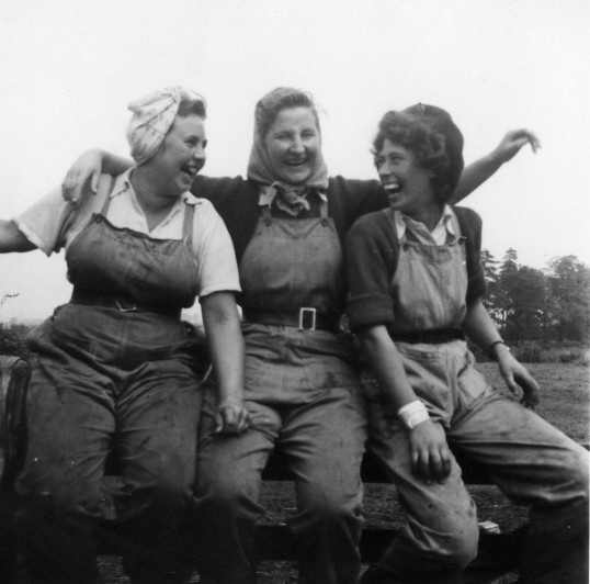 Land army girls at Florence Farm
