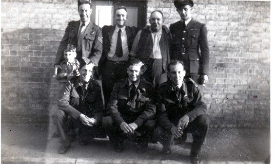 New Zealand airmen outside the White Horse 1946